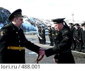 Купить «Вручение моряку гвардейской ленточки», эксклюзивное фото № 488001, снято 8 мая 2007 г. (c) Иван Мацкевич / Фотобанк Лори
