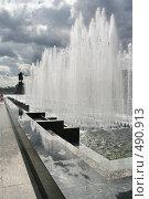 Купить «Городской пейзаж. Фонтаны у Финляндского вокзала. Санкт-Петербург», фото № 490913, снято 21 июня 2008 г. (c) Александр Секретарев / Фотобанк Лори
