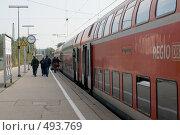 Купить «Германия. Посадка в двухэтажные вагоны пригородного поезда (тип поезда RE, региональный).», фото № 493769, снято 27 сентября 2008 г. (c) Павел Гаврилов / Фотобанк Лори