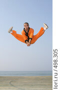 Купить «Прыжок в Кунг-фу», фото № 498305, снято 25 августа 2008 г. (c) Андрей Гривцов / Фотобанк Лори