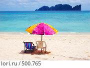Купить «Пляжный зонтик и лежаки на пляже», фото № 500765, снято 20 августа 2006 г. (c) Алексей Корсаков / Фотобанк Лори