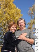 Купить «Счастливая пара средних лет в осеннем парке», фото № 501017, снято 5 октября 2007 г. (c) Гладских Татьяна / Фотобанк Лори