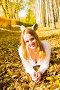 Красивая девушка среди осенних листьев, фото № 501073, снято 2 октября 2008 г. (c) Валерия Потапова / Фотобанк Лори