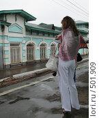 Купить «Кубинка. Девушка на платформе», фото № 501909, снято 3 августа 2008 г. (c) Иван / Фотобанк Лори