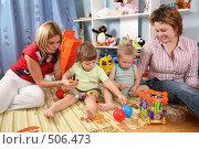 Купить «Женщины и дети», фото № 506473, снято 24 ноября 2017 г. (c) Losevsky Pavel / Фотобанк Лори