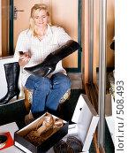 Купить «Уход за обувью», фото № 508493, снято 15 октября 2008 г. (c) Галина Щеглова / Фотобанк Лори