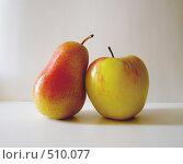 Груша и яблоко. Стоковое фото, фотограф Ольга Долотина / Фотобанк Лори
