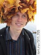 Шапка из листьев клена. Стоковое фото, фотограф Сергей Халадад / Фотобанк Лори