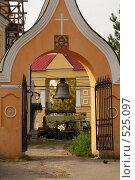 Купить «Звонница с 16-ти тонным колоколом у Свято-Воскресенской церкви. Томск», фото № 525097, снято 2 октября 2008 г. (c) Андрей Николаев / Фотобанк Лори