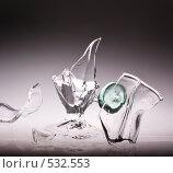 Купить «Осколки бокала во время бросания стеклянного шара», фото № 532553, снято 18 октября 2008 г. (c) Суханова Елена (Елена Счастливая) / Фотобанк Лори