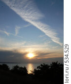 Купить «Перистые облака на закате», фото № 534529, снято 29 сентября 2008 г. (c) Роман Мельник / Фотобанк Лори