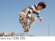 Скейтер на фоне неба (2006 год). Редакционное фото, фотограф Сергей Юрченко / Фотобанк Лори
