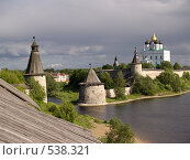 Купить «Кремль в Пскове, вид с крыши противоположной стены», фото № 538321, снято 25 июня 2008 г. (c) Александр Кузовлев / Фотобанк Лори
