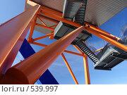 Абстрактная оранжевая металлоконструкция фрагмент здания. Стоковое фото, фотограф Алексей Семенов / Фотобанк Лори