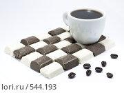 Купить «Чашка кофе на шоколадной плитке с зернами кофе», фото № 544193, снято 4 ноября 2008 г. (c) Кузнецов Дмитрий / Фотобанк Лори