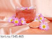 Купить «Соль для ванн и хризантемы», фото № 545465, снято 30 октября 2008 г. (c) Наталия Евмененко / Фотобанк Лори