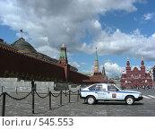 Купить «Москва. Кремль. Милицейская машина стоит на Красной площади», эксклюзивное фото № 545553, снято 30 мая 2008 г. (c) lana1501 / Фотобанк Лори