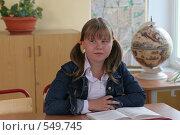 Купить «Школьница на уроке слушает учителя», фото № 549745, снято 23 августа 2008 г. (c) Татьяна Белова / Фотобанк Лори