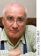 Купить «Портрет старика. Пожилой мужчина в очках. Крупный план», фото № 550461, снято 30 марта 2008 г. (c) Max Toporsky / Фотобанк Лори