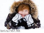 Купить «Рыжий подросток играет в снегу», фото № 557765, снято 12 ноября 2008 г. (c) Ольга С. / Фотобанк Лори