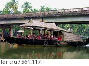Купить «House-boat большая открытая с туристами», фото № 561117, снято 20 ноября 2005 г. (c) Марина Бандуркина / Фотобанк Лори