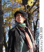 Купить «Девушка в осеннем парке», фото № 561909, снято 8 октября 2008 г. (c) Александр Михалёв / Фотобанк Лори