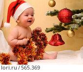 Купить «Мальчик у новогодней елки», фото № 565369, снято 16 ноября 2008 г. (c) Сергей Сынтин / Фотобанк Лори