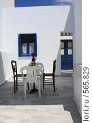 Купить «Греция, остров Санторини, двор дома», эксклюзивное фото № 565829, снято 11 августа 2008 г. (c) Яна Королёва / Фотобанк Лори