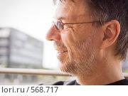 Купить «Улыбающийся мужчина», фото № 568717, снято 31 августа 2008 г. (c) Михаил Лавренов / Фотобанк Лори