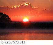 Купить «Восход на озере», фото № 573313, снято 12 июля 2008 г. (c) Алексей Алексеев / Фотобанк Лори