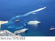 Купить «Санторини. Корабли в порту.», эксклюзивное фото № 575033, снято 11 августа 2008 г. (c) Яна Королёва / Фотобанк Лори