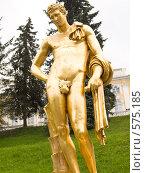 Купить «Скульптура в Петергофе», фото № 575185, снято 25 августа 2007 г. (c) Туркин Вадим / Фотобанк Лори