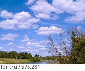 Купить «Голубое небо в облаках», фото № 575281, снято 12 июня 2007 г. (c) Туркин Вадим / Фотобанк Лори