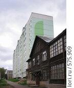 Купить «Старое и новое. Город Пермь», фото № 575909, снято 16 июля 2005 г. (c) Артем Ефимов / Фотобанк Лори