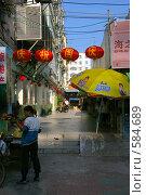 Купить «Улица в китайском городе», фото № 584689, снято 6 октября 2008 г. (c) Окунев Александр Владимирович / Фотобанк Лори