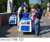 Купить «Торговля мороженым в парке Царицыно», эксклюзивное фото № 586121, снято 4 мая 2008 г. (c) lana1501 / Фотобанк Лори