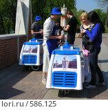 Купить «Торговля мороженым в парке Царицыно», эксклюзивное фото № 586125, снято 4 мая 2008 г. (c) lana1501 / Фотобанк Лори