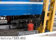 Замена колесных тележек на железной дороге (2008 год). Редакционное фото, фотограф Юрий Синицын / Фотобанк Лори