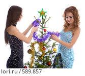 Купить «Девушки наряжают елку», фото № 589857, снято 10 октября 2008 г. (c) Serg Zastavkin / Фотобанк Лори