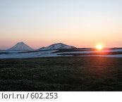 Купить «Камчатка, восход среди вулканов», фото № 602253, снято 20 июля 2007 г. (c) Легкобыт Николай / Фотобанк Лори