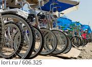 Велосипеды на рынке (2006 год). Редакционное фото, фотограф Александр Зайцев / Фотобанк Лори