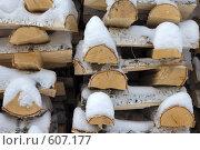 Дрова под снегом. Стоковое фото, фотограф Александр Зайцев / Фотобанк Лори