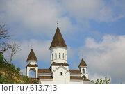 Купить «Церковь на фоне голубого неба», фото № 613713, снято 30 августа 2008 г. (c) Володина Светлана / Фотобанк Лори