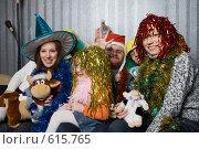 Купить «Дружная компания во время праздника», фото № 615765, снято 8 ноября 2008 г. (c) Донцов Евгений Викторович / Фотобанк Лори