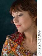 Купить «Девушка в русском платке-шали», фото № 627089, снято 5 декабря 2008 г. (c) Владимир Воякин / Фотобанк Лори
