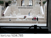 Купить «Одна из художественных выставок в Лувре», фото № 634785, снято 21 июня 2007 г. (c) Юрий Синицын / Фотобанк Лори