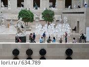 Купить «Одна из художественных выставок в Лувре», фото № 634789, снято 21 июня 2007 г. (c) Юрий Синицын / Фотобанк Лори