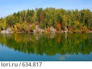 Осенний лес. Отражение в воде. Стоковое фото, фотограф Юрий Бульший / Фотобанк Лори