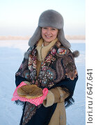 Купить «Девушка с блинами», фото № 647641, снято 7 января 2009 г. (c) Тимур Ахмадулин / Фотобанк Лори