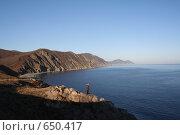Купить «Человек, стоящий на берегу моря», фото № 650417, снято 4 января 2009 г. (c) Вальченко Любовь / Фотобанк Лори